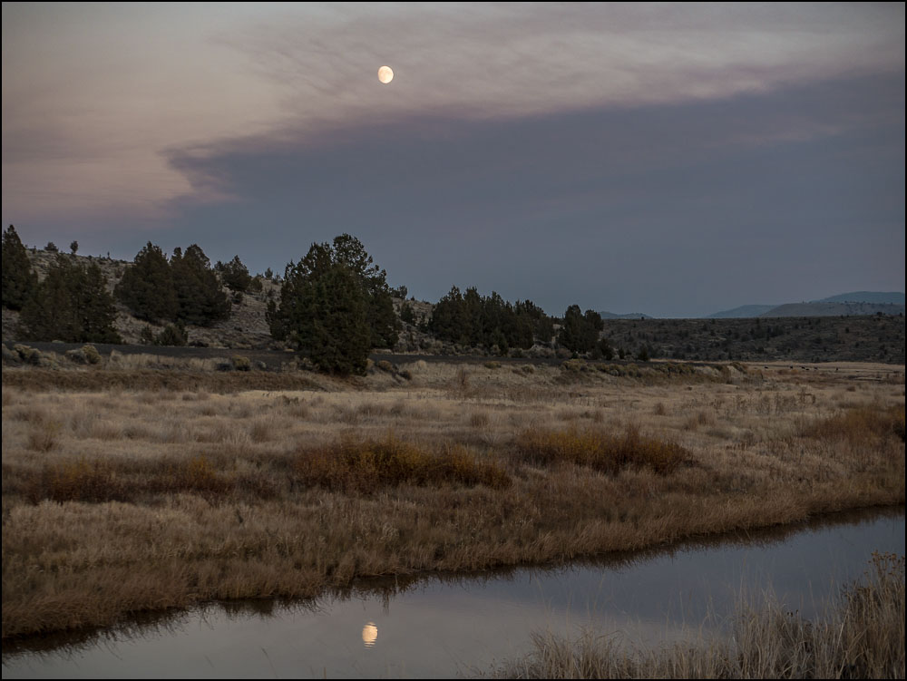 20181028 blog Moonrise Post Oregon